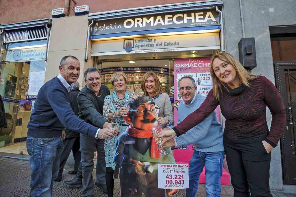 Patxi Corral. 22/12/2015. Bilbao. Bizkaia. País Vasco. Lotería de Navidad. Dos quintos premios han tocado en la administración Ormaetxea de Bilbao.